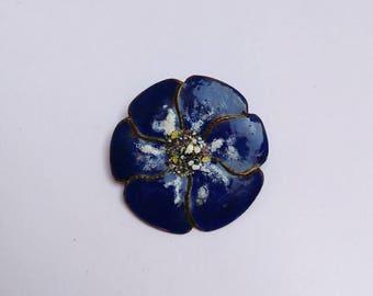 Vintage 70s enamel flower brooch