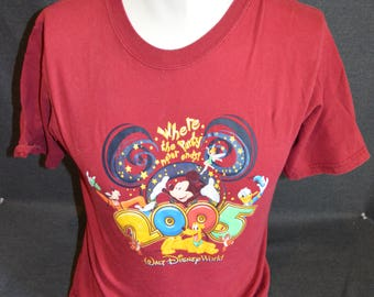Vintage Walt Disney World Exclusive 2005 Party Graphic T-Shirt (Size: S)