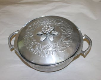 Vintage Everlast Forged Aluminum Pot with Lid.  This is a beautiful Home Decoration and Centerpiece, Mint vintage Condition