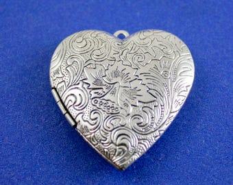 "2 pcs -Large Silver Heart Locket, 4.2cm (1-5/8"") x 4cm (1-5/8"") Engraved Silver Locket, Floral Heart Locket- SP-B28786"