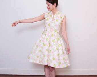 SALE Vintage 1950s Daisy Embroidered Dress / Cotton Sundress / Button Front / Full Skirt / S/M