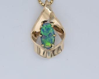 Australian Crystal opal pendant 7x14mm  in 18k yellow gold.