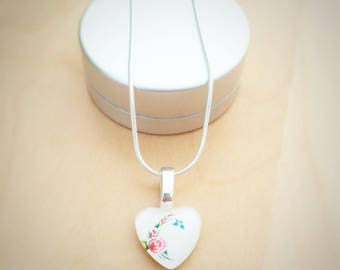 CLEARANCE! Flowers in White Heart Necklace