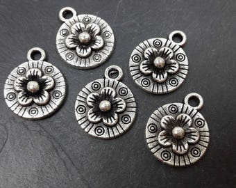 Round sequins, Sequins flowers, round pendants, silver plated charms, tassels, sequins flowers, 14 x 11 mm