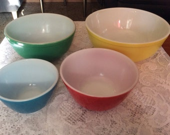 Vintage Pyrex Primary Colors Mixing Bowl Set Yellow Green Red Blue 401-404 Set Of 4