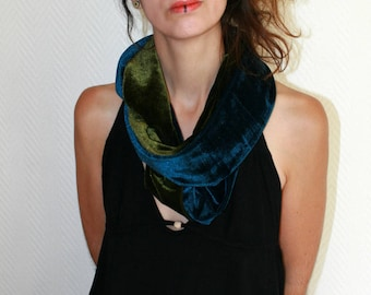 Green and blue woman Snood