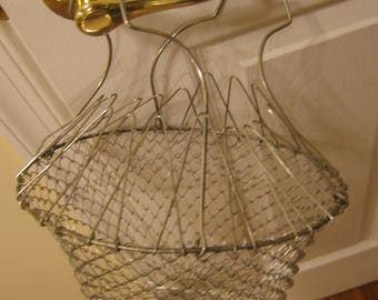 Vintage 70's, Collapsible Wire Basket, Mesh Wire Basket, Kitchen Storage Basket with Handles, Fruit Basket, Farmhouse Collabsible Basket