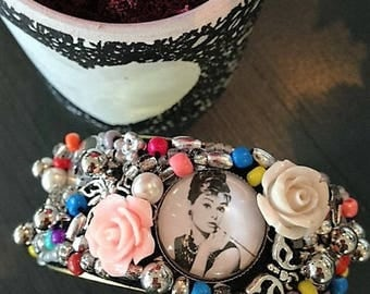 Cuff charms and seed beads / / Audrey HEPBURN / / multicolor