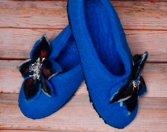 Woolen Slippers Felted Slippers Women Slippers Blue Slippers Flowers Slippers Warm Wool Slippers Winter Clogs Felt Slippers Organic Slippers
