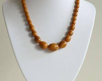 Bakelite Vintage Marbled Egg Yolk / Honey Graduated Bakelite Beads Necklace ca. 1930