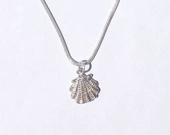 Sterling silver scallop shell charm necklace