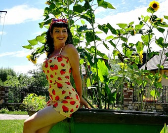 Pinup Playsuit 'Strawberry Vanilla' one piece rockabilly playsuit, 50s
