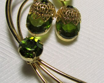 "Sarah Coventry TOUCH OF ELEGANCE Peridot Green Rhinestone Gold-tone Brooch Pin 3.25"" x 1.62"""