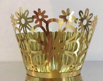Beautiful Shiny Gold Cupcake Wrapper - Flowers.