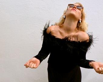 Top short black velvet with feathers / / shirt vintage 90s night / / bardot neckline / boat / / Cachet / / size L