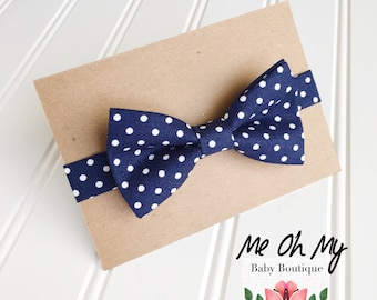 Navy Blue Polka Dot Baby bow tie, Toddler boys photo prop, toddler bow ties, boys first birthday outfit, kids bow tie, newborn bow tie