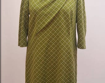 1970's Crimplene day dress with chest detail and 3/4 sleeves in leafy greens. UK XXL
