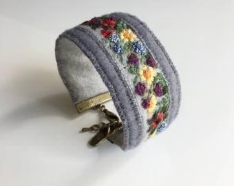 Hand embroidered bracelet - Longing for Summer
