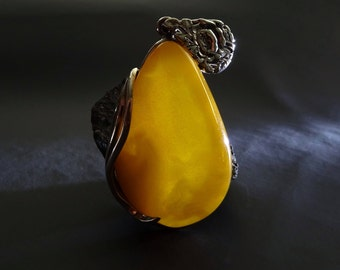 Beautiful Amber Pendant Antique Yellow Color 15 g. 天然琥珀, Amber Jewelry, Luxurious Amber Jewelry, Natural Baltic Amber,  #ET0374
