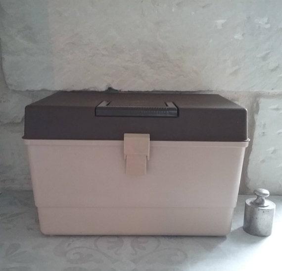 Grande boite de couture en plastique vintage travailleuse for Boite a couture plastique