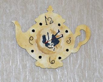 "Wall clock ""Falling Alice"""