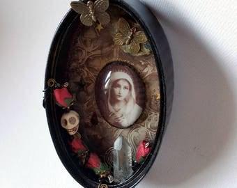 Black shrine with Madonna, rock crystal / skull / memento MORIS