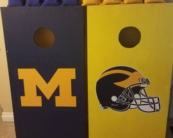 U of M Corn Hole With Bags