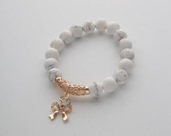 Bracelet with natural white agat and butterfly pendant. Stones size 10mm
