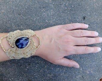 Macrame bracelet with Amethyst