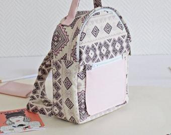 Sewing Kit mini sac à dos Lara pink and white