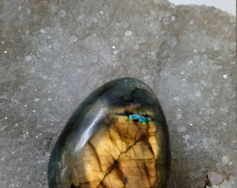 Bronze and yellow Labradorite Golden 82,20 Gr-Pebble