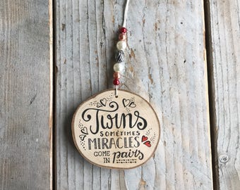 Wooden hanger • TWINS • baby gift-baby shower-kraamkado-twins-wooden pendant-beads-beads-room-babies really miek