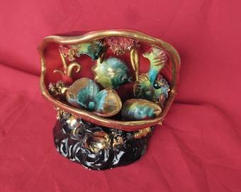 ancienne céramique décorative de Vallauris, poissons dans un coquillage, à monter en veilleuse, antigua cerámica decorativa Vallauris,