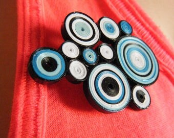 1 brooch / badge color quilling in blue, white and black