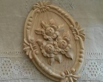 Moulure médaillon ovale 21 X 15 cm en bois sculpté / fronton d'armoire / décor roses anciennes