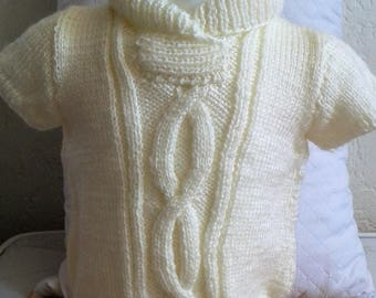 Around baby: Wool Sweater with short sleeves, shawl collar with pattern on the front. Size newborn