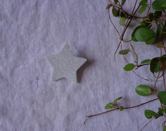 Sparkling white star pin