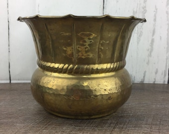 "VTG Hammered Brass Pot Planter Flared Rim Scroll 6.5"" Tall Decor Jungalow MCM"