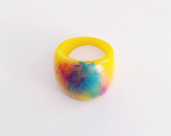 Bright fun retro resin ring