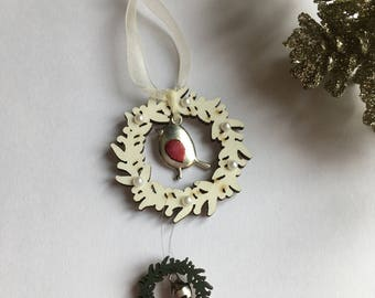 Christmas robin wreath decoration
