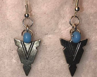 Arrow earrings with turquoise stone