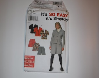 Simplicity 7802 Misses'/Miss Petite Jacket and Shorts