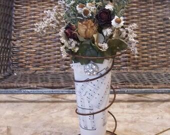 Dried flower bouquet, rusty spring,  primitive decor, country decor, farmhouse decor, kitchen decor