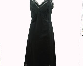 Vintage 1950s Slip Black Crinkle Cotton with Lace Trim B40 W36