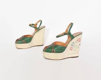 Vintage 70s PLATFORM SANDALS / 1970s Embroidered Green Leather Strappy Platforms 6