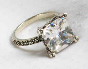 Vintage sz 8 Ring White Topaz Sterling Silver 925 Fine Jewelry