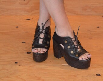 Unique Black & Brown Lace Up Carved Wooden Platform Sandals With Peep Toe And Stud Detail SZ 8.5 / 9