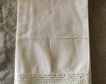 Beautiful VINTAGE hand embroidered guest towel  My vintage home / vintage decor.