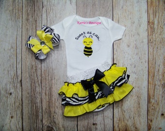 Coming Home Outfit /BEE 3 pcs Set / Bodysuit + Ruffle Bloomer / HeadbandZebra / Yellow / Newborn / Infant / Baby / Girl / Toddler / Boutique