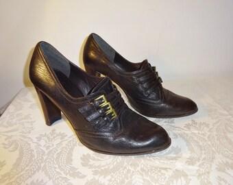 Vintage Stuart Weitzman Pumps Dark Brown Leather Buckles Size 8 1/2 M Medium